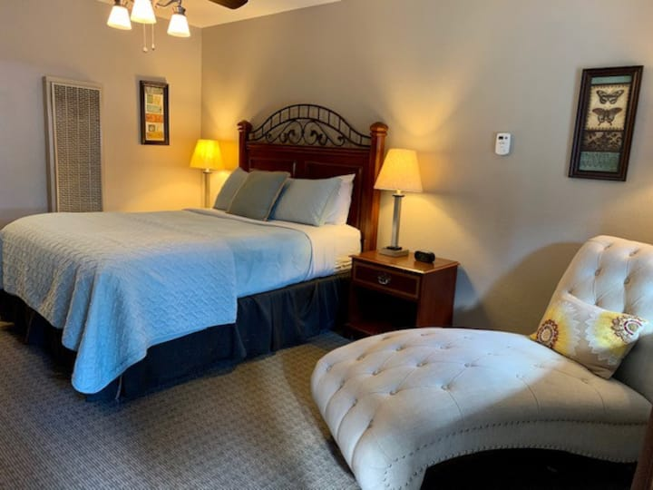 Butterfly Room  with Queen Bed at The Alder Inn