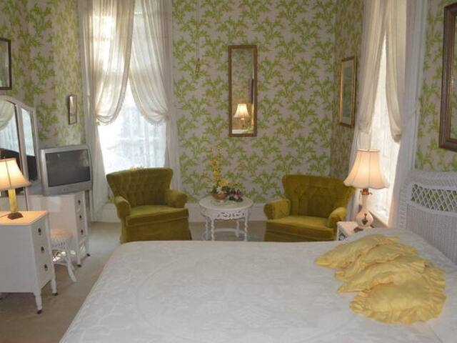Peridot- King room