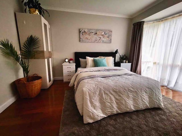 Private Spacious Double Room Close to Mall & PT