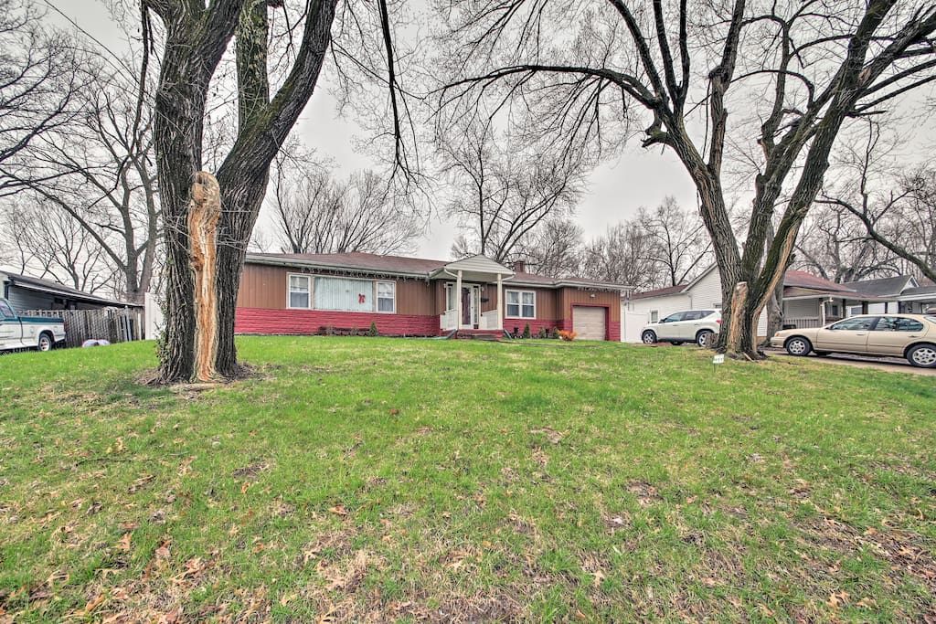 This conveniently located ranch-style house has 3 bedrooms and 1 bathroom.