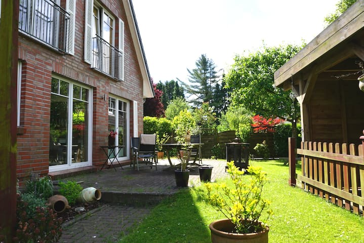 Pretty room + garden in the north-east of Hamburg