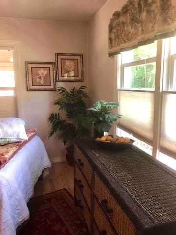 ✨Me Casa Es Su Casa ;) Make yourself 'at Home'  If you have the time or inclination, There's a Basket of books & games in this room...along with a full size Ironing board & Iron, extra Bedding and a Complete Washer & Dryer Set up to Do your Wash.