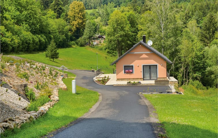 Holiday cottage with 5 bedrooms on 98m² in Nebahovy