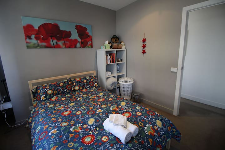 Private South Melbourne room, Port Melbourne view