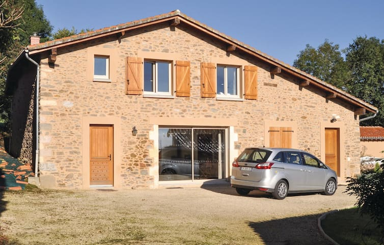 Holiday cottage with 4 bedrooms on 315 m² in Mouzon