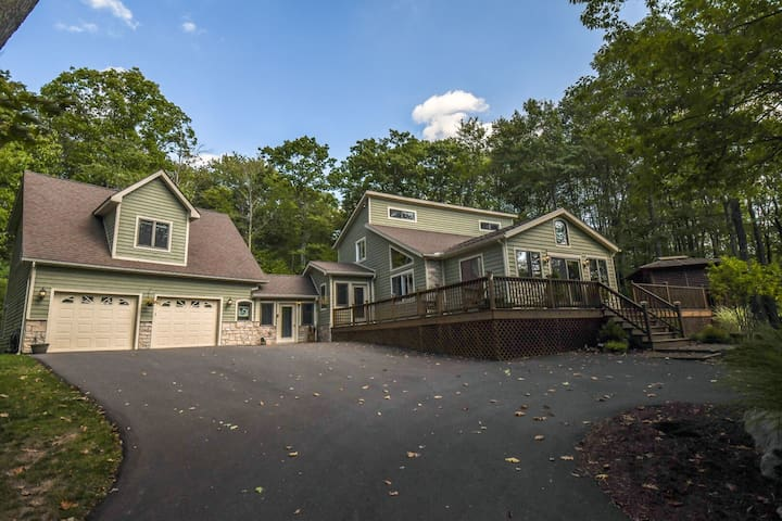 Purrfect Peace: Lake Access Home with Large Yard & Great Outdoor Space