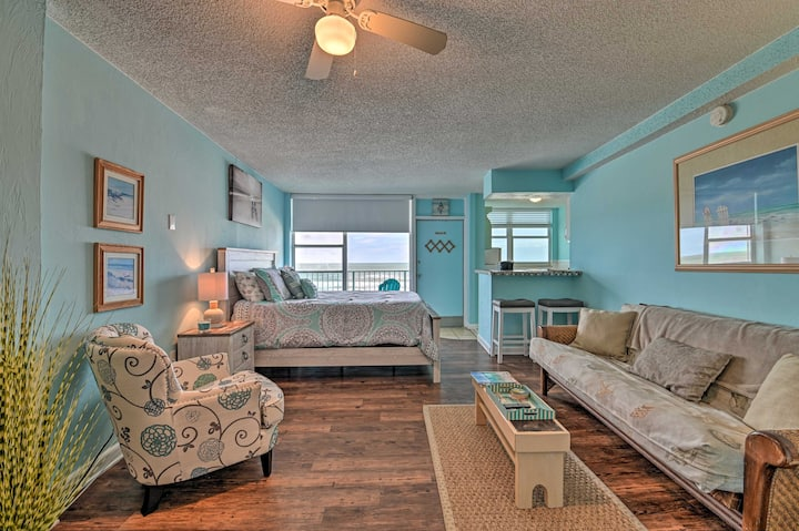 Updated Daytona Beach Oceanfront Studio w/Pool!