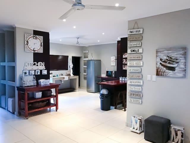 Spacious luxury self catering villa - Port Edward - Villa