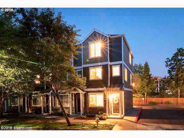 Comfortable Tigard Townhome