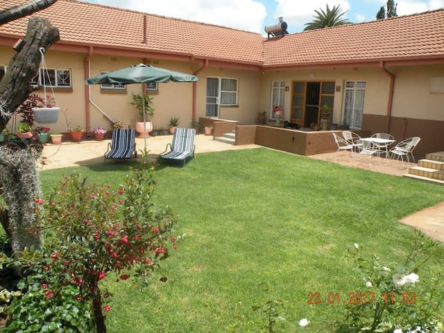 The Golden Quilt Guest house - Kempton Park - Bed & Breakfast