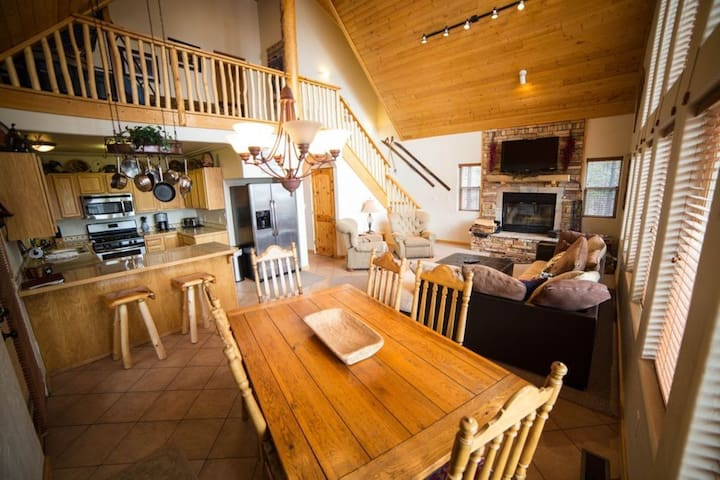 Valley View Cabin AF, New Hot Tub, Close Skiing!