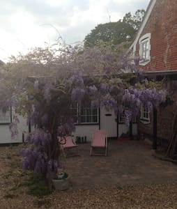 Cosy cottage in Norfolk countryside, near Norwich - Mulbarton