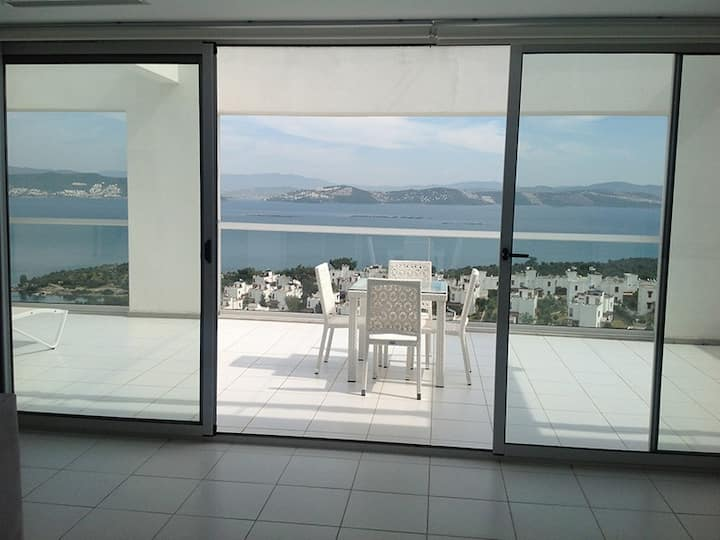 Stylish Sea View Penthouse Horizon Sky