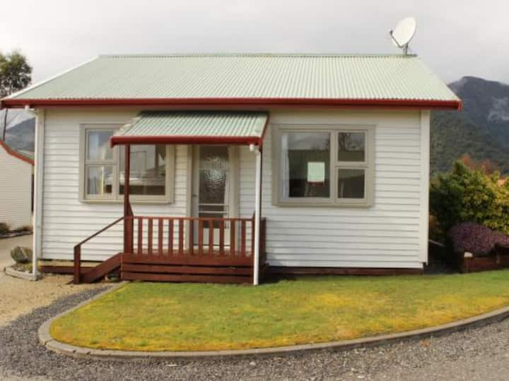 3 Bedroom Cottage @Franz Josef Top 10 Holiday Park
