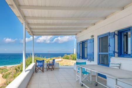 Relaxing Seaside house@Agios Merkourios beach-Evia