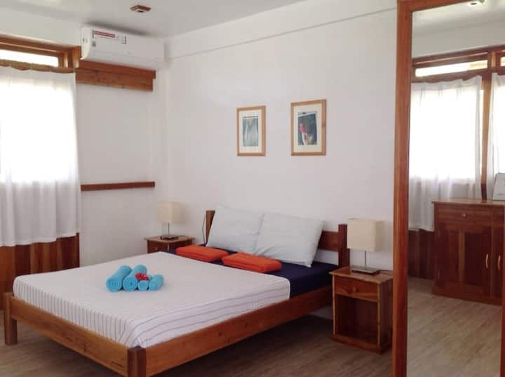 Private Deluxe Room at Pahiluna Guesthouse