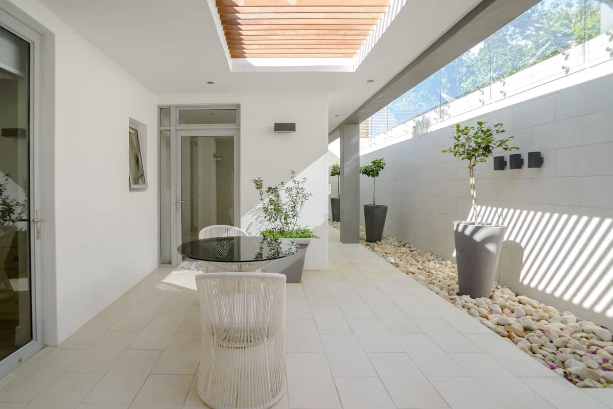 Casa Papi, Bright, Modern Retreat in Camps Bay