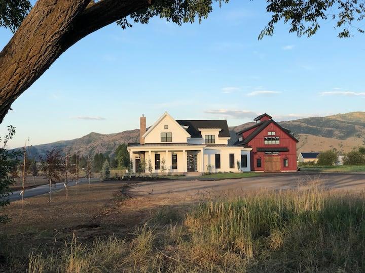 Luxurious Farmhouse Retreat
