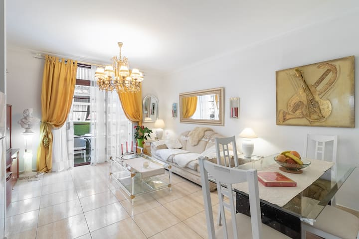 Art-flat with swimming pool in the city centre!