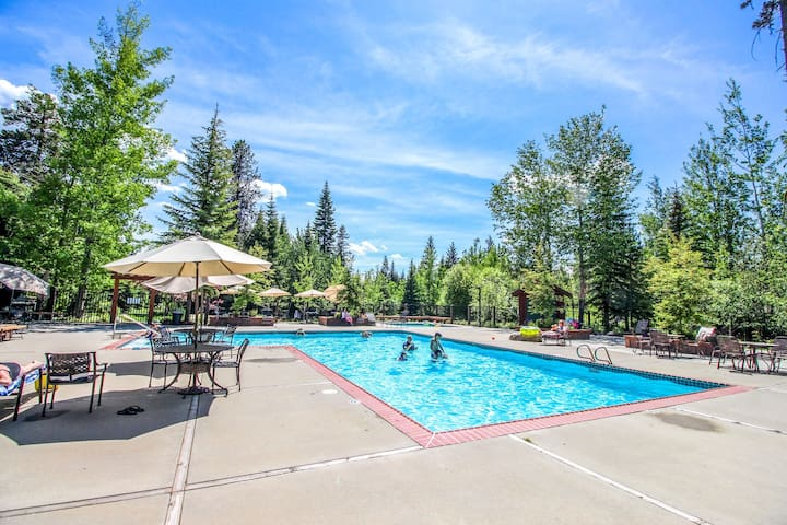 Cozy, dog-friendly cottage on McCall Golf Course w/access to shared amenities!