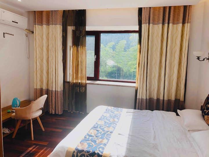 抱山居-三宝国际瓷谷的风景特别好的别墅内套间整租(一张大床+两张榻榻米+独立卫生间。)