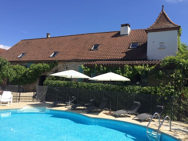 Self Catering farmhouse with pool