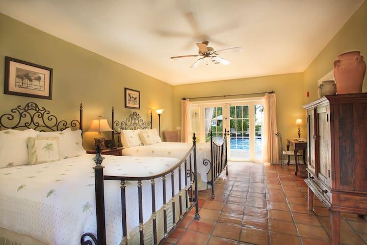 Palm Room - Grandview Gardens Bed & Breakfast