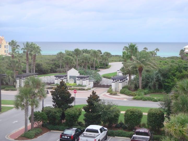 View! OPEN! EnjoyWhite Beaches,Sunsets&Hot Tub!
