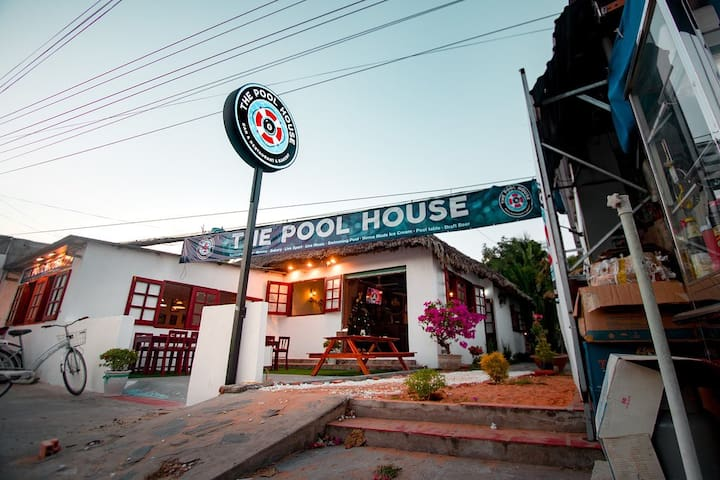 The Pool House - Piri Piri Bar & Restaurant