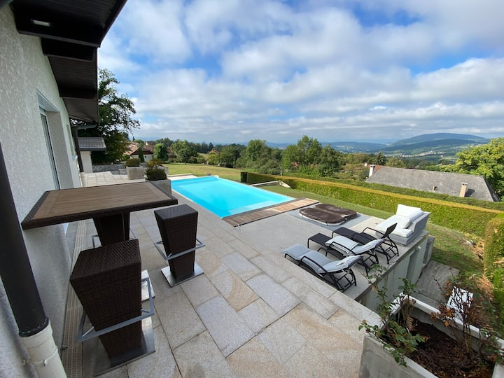 Rare Bas de villa avec piscine chauffée spa sauna