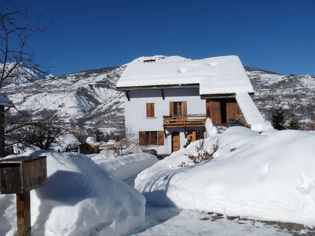 LA MAISON BLEUE - Villar-Saint-Pancrace - Huis