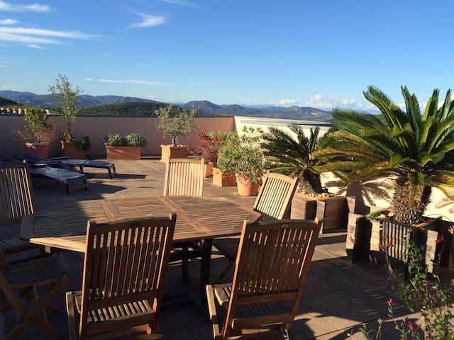 Spacious Provençal penthouse - La Croix Valmer - Selveierleilighet