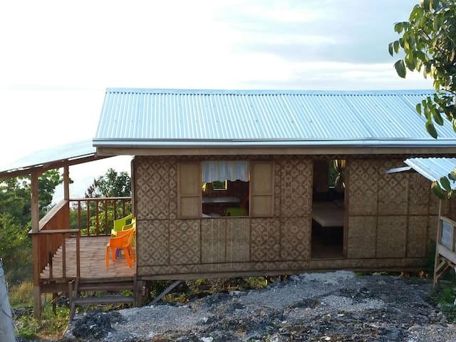 Mainit Hilltop hide away. - Oslob - Huis