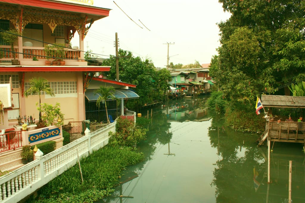 Surrounded by Thai traditional neighbourhood