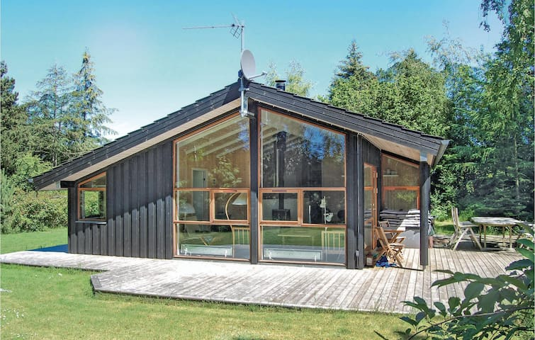 Holiday cottage with 3 bedrooms on 84m² in Væggerløse
