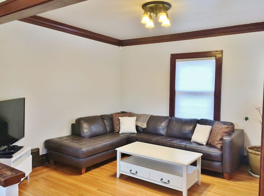 """Relax on large leather couch in living room. 40"""" LED Tv."""