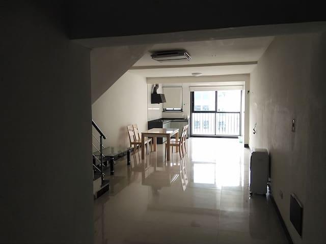 龙泉闹市区双层loft公寓