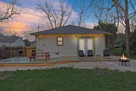 Serenity on 2nd-Updated Cute Modern Home w/Large outdoor area!
