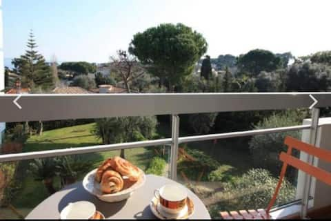 Provencal-style apartment, centre of Cap d'Antibes