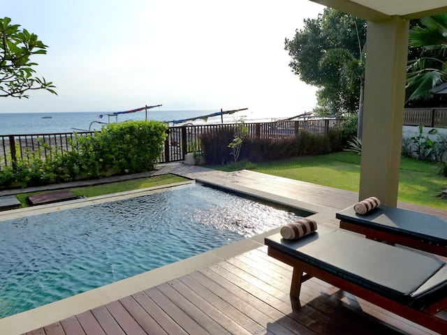 Luxury Honeymoon Sunset Villa /direct beach access
