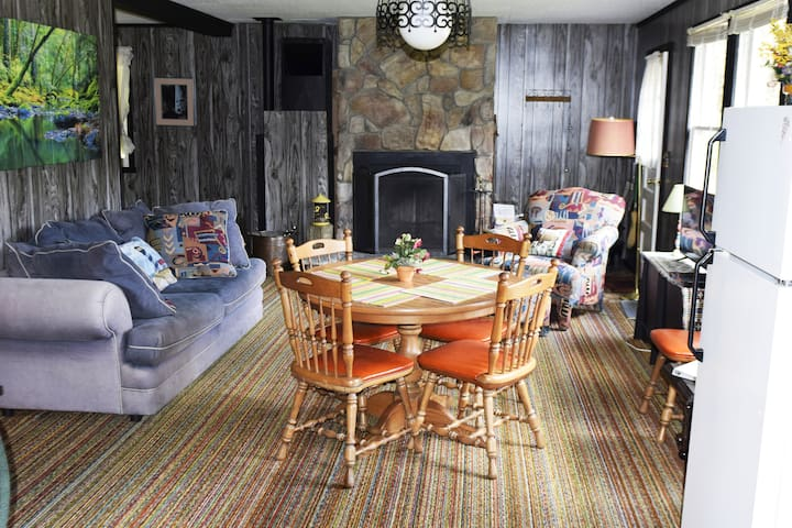 """Why more charming? Friends, this is true R&R. The UNPLUGGED ZONE (no cable! no wifi! no local TV!) with upgrades to """"rough it"""" comfortably."""