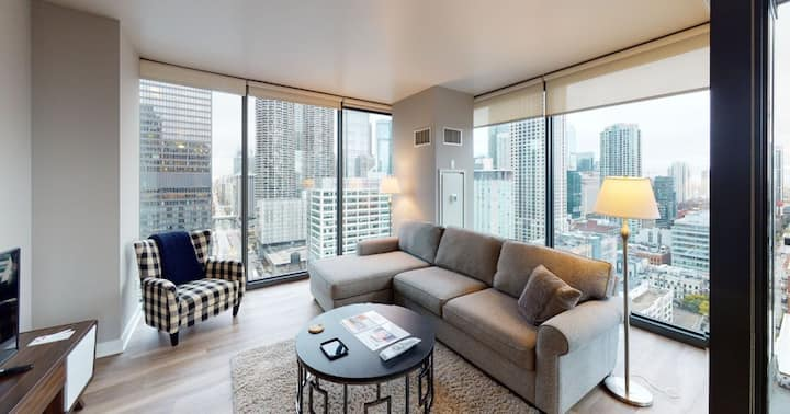 Suite Home Corner 2 Bed plus Den in River North