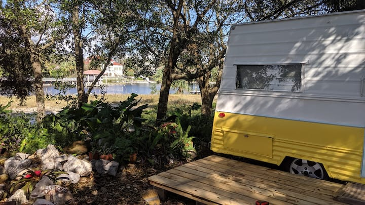 Water Front camper Minutes to Pensacola Beach