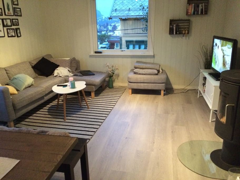 Living room with TV, TV channels and board games available