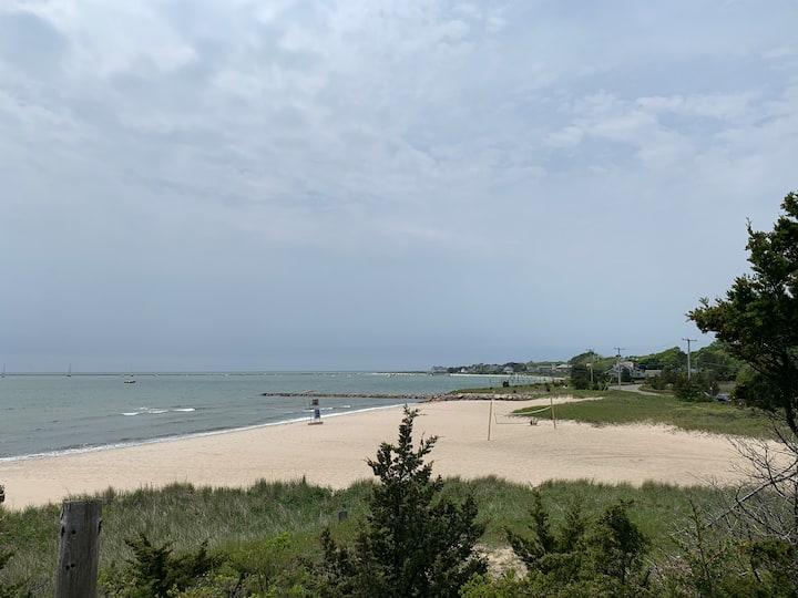 Hyannis Harbor - Perfect location, beach pass!