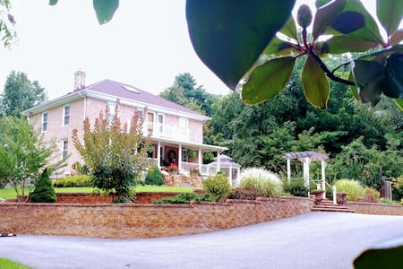 StoneHaven Bed and Breakfast - The Chesapeake Room