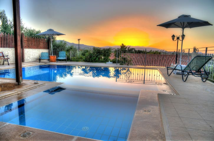 Private Pool,Privacy,5' from Beach