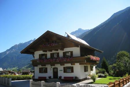 Ferienhaus Salchner für Familien + Gruppen ideal - Neustift im Stubaital