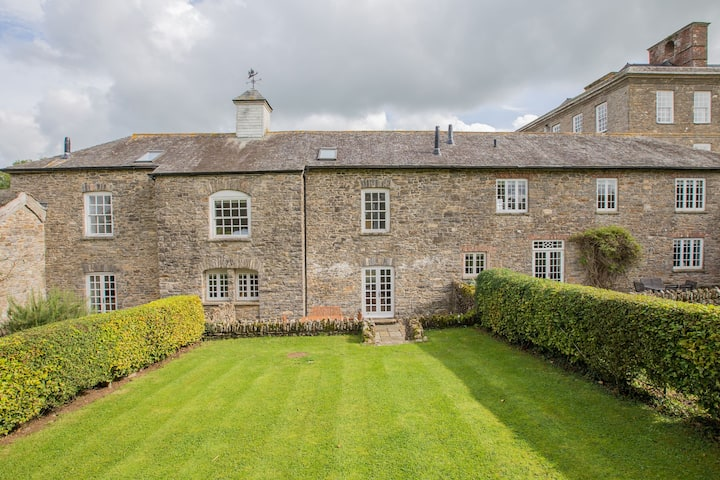 Coach House - Sleeps 4