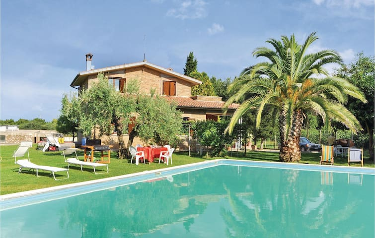 Holiday cottage with 3 bedrooms on 120 m² in Fabrica di Roma -VT-